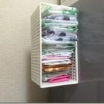 レジ袋(ビニール袋)の便利な収納方法。四角く折ってたたみましょう。