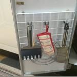 100均グッズでキッチン収納。強力ネオジム磁石とワイヤーネットで片付け。