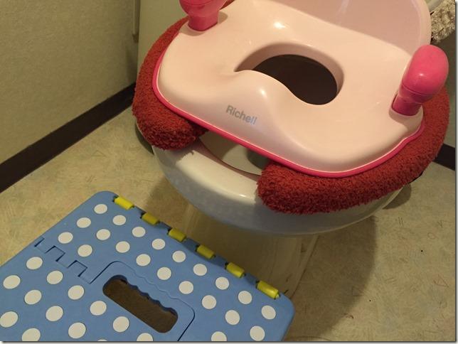 トイレトレーニング用に買ったリッチェルの補助便座がオススメな理由。踏み台もあると便利。