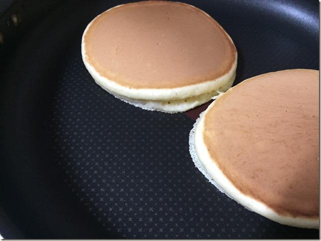 市販のホットケーキミックスで、ふわふわパンケーキの作るコツ。