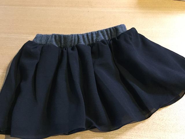 サイズアウトした子供服を簡単リメイク。短くなったワンピースがシフォンスカートに変身。